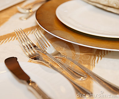 place-setting-restaurant-17165095